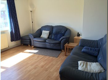 EasyRoommate UK - Room bear Station - Staines, North Surrey - £500 pcm