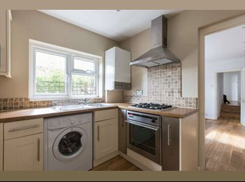Spacious Dbl Room in a Modern Flat-Great Location!