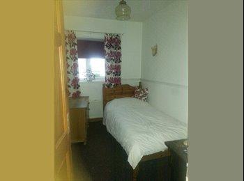 EasyRoommate UK - single room for rent all bills included £65 per week £280 per calendar month  - Dewsbury, Kirklees - £280 pcm