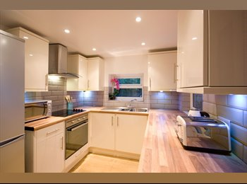 EasyRoommate UK - Stunning 5 bedroom house all double rooms - Lancaster, Lancaster - £400 pcm