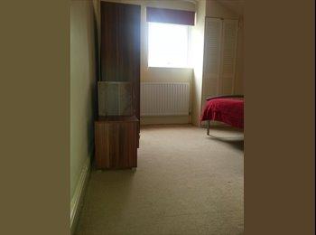 EasyRoommate UK - Room for Rent £275 - Rothwell, Kettering - £275 pcm