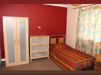 EasyRoommate UK - Spacious Double Room Available in Manor Park - Manor Park, London - £600 pcm