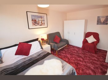 EasyRoommate UK - Big clean double room near Kingston town centre - Kingston upon Thames, London - £625 pcm