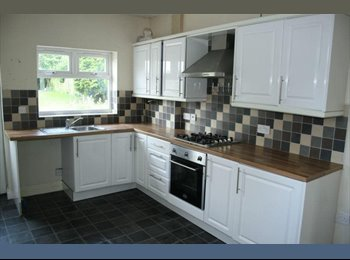 EasyRoommate UK - ROOMS TO LET IN LARGE HOUSE LOCATED NEAR i54 - Oxley, Wolverhampton - £350 pcm