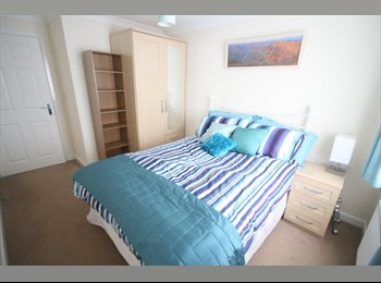 Double bedroom, modern flat, Poole towncentre
