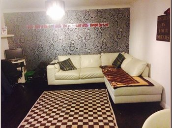 EasyRoommate UK - Room for rent - Pound Hill, Crawley - £450 pcm