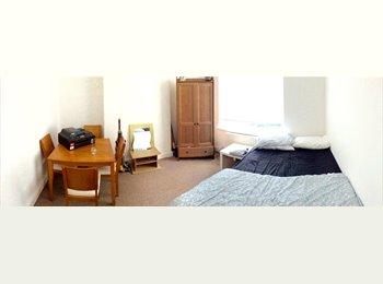 EasyRoommate UK - URGENT Female needed to house share :) - Stockport, Stockport - £356 pcm