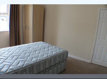 EasyRoommate UK - Newly refurbished first floor Apartment - Stonehouse, Plymouth - £350 pcm