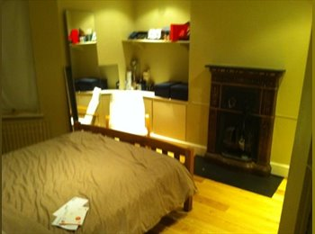 EasyRoommate UK - Beautiful dbl room in Spacious Flat-Stockwell/Vaux - Stockwell, London - £700 pcm
