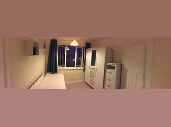 EasyRoommate UK - Room with all branch new furniture available - Merton, London - £550 pcm