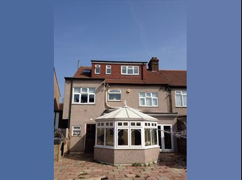 EasyRoommate UK - Room - Redbridge, London - £550 pcm