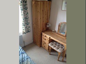EasyRoommate UK - single compact room - Cheltenham, Cheltenham - £300 pcm