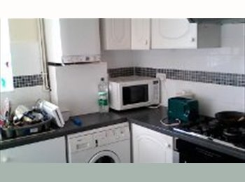EasyRoommate UK - Double Room available in Central Slough - Stoke Poges, Slough - £440 pcm