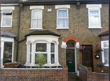 EasyRoommate UK - Calm &Safe Stratford Double Room £580 inclusive - Stratford, London - £580 pcm