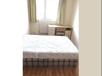 FANTASTIC ROOM IN 3 BED FLAT IN OLD STREET