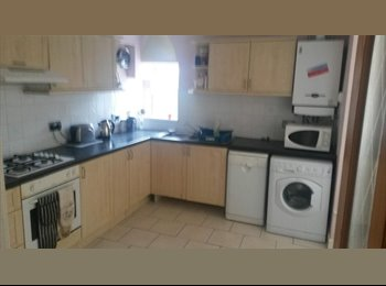 EasyRoommate UK - One room AVAILABLE NOW  only £315pcm all bills inc - Swansea, Swansea - £315 pcm