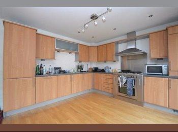 EasyRoommate UK - Rooms For Rent - Batley - Beautiful Spacious Rooms - Batley, Kirklees - £303 pcm