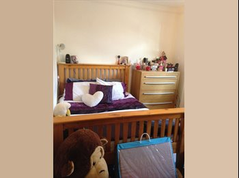 EasyRoommate UK - Spacious double room for *£400pm* - Winton, Bournemouth - £400 pcm