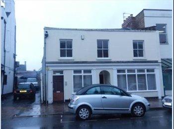 EasyRoommate UK - HOUSE SHARE- CHELTENHAM TOWN CENTRE - Cheltenham, Cheltenham - £350 pcm