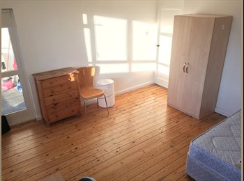 BEAUTIFUL ROOM AVAILABLE NOW