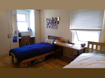 Spacious bright double room in Hammersmith