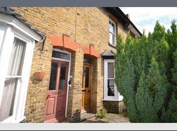 EasyRoommate UK - WANTED 3 HOUSE MATES TO RENT STUDENT ACCOMMODATION - Canterbury, Canterbury - £85 pcm