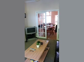 EasyRoommate UK - Room in large 5 bed house with two others - Roath, Cardiff - £360 pcm