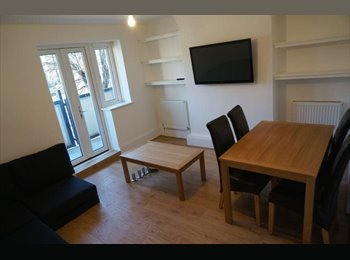 EasyRoommate UK - Double bedroom - furnished and recently refurbishe - Whitechapel, London - £850 pcm