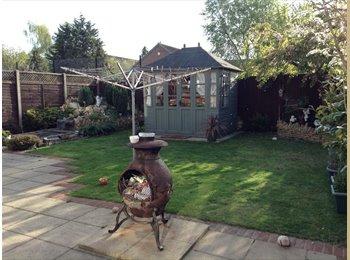EasyRoommate UK - friendly home has single room to let mon to fri - Egham, North Surrey - £320 pcm