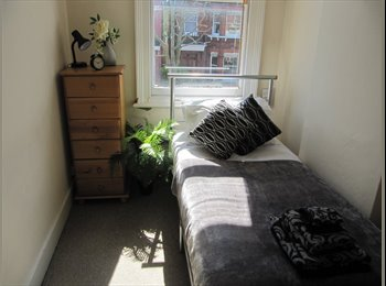 EasyRoommate UK - AVAILABLE NOW - Great Single Room - Cricklewood, London - £585 pcm