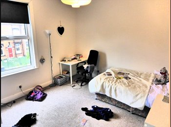 EasyRoommate UK - HUGE room in shared house with two female sharers - Headingley, Leeds - £334 pcm
