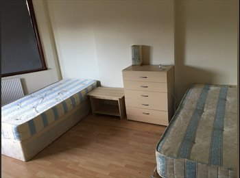 EasyRoommate UK - Fully furnished Double room in HA2 7DE - Harrow, London - £700 pcm