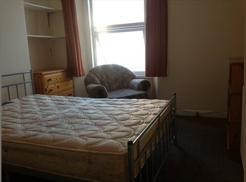 EasyRoommate UK - Good sized double in quiet mature household - Plymouth, Plymouth - £75 pcm