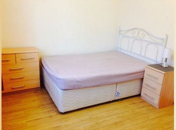 EasyRoommate UK - Bright Large Double Bedroom - Near Oval Tube & Bus - Stockwell, London - £515 pcm