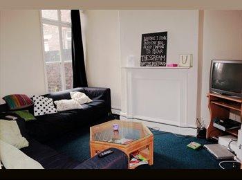EasyRoommate UK - Lovely 7 bedrooms house - Allerton, Liverpool - £294 pcm