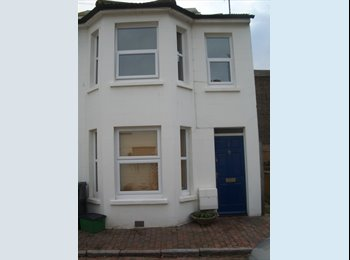 EasyRoommate UK - Student House in Central Eastbourne - Eastbourne, Eastbourne - £360 pcm