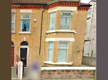 EasyRoommate UK - LARGE DOUBLE ROOM IN THE MIDDLE OF SMITHDOWN - Aigburth, Liverpool - £75 pcm