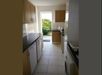 EasyRoommate UK - LARGE CHEAP DOUBLE ROOM - Cricklewood, London - £680 pcm