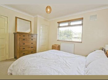 EasyRoommate UK - Superb New Double close to Heathrow and Staines - Staines, North Surrey - £650 pcm