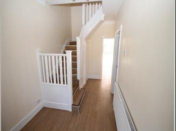 EasyRoommate UK - Lovely Single Modern Room in Gidea Park - Gidea Park, London - £475 pcm