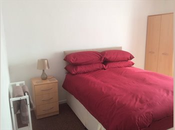 EasyRoommate UK - REFURBISHED TWO BED FLAT - Cheltenham, Cheltenham - £450 pcm