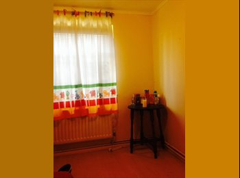 EasyRoommate UK - Double room available for a single or a couple  - Barking, London - £425 pcm