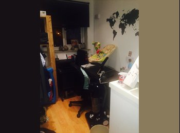 EasyRoommate UK - House mate wanted female/gay men only/gay friendly - Stoneclough, Bolton - £325 pcm