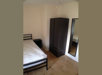 EasyRoommate UK - NEW BUILD HOUSE NEXT TO TRAIN STATION & CITY CENTR - Norfolk Park, Sheffield - £330 pcm