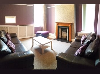 EasyRoommate UK - MASSIVE rooms in a GREAT house available NOW !!! - Claremont, Manchester - £400 pcm