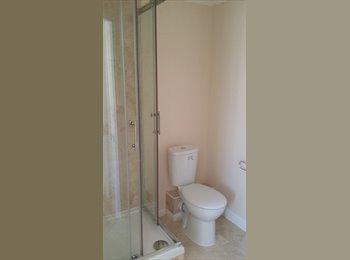 EasyRoommate UK - Furnished en suites room available in Thamesmead - Riverside, London - £700 pcm