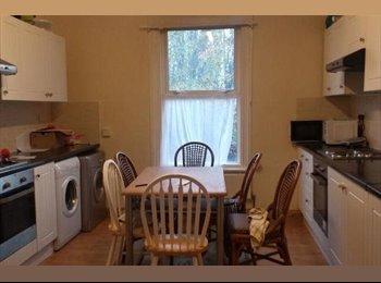 EasyRoommate UK - STUDENT HOUSE HEADINGLEY - Headingley, Leeds - £300 pcm