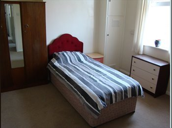 EasyRoommate UK - Sizeable single/double room, available now! - Moordown, Bournemouth - £410 pcm