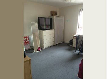 EasyRoommate UK - Large double room in friendly shared house - Frenchay, Bristol - £370 pcm
