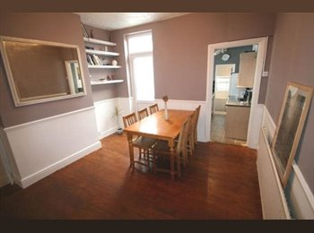 EasyRoommate UK - Large Double bedroom in modern house all included - Luton, Luton - £400 pcm